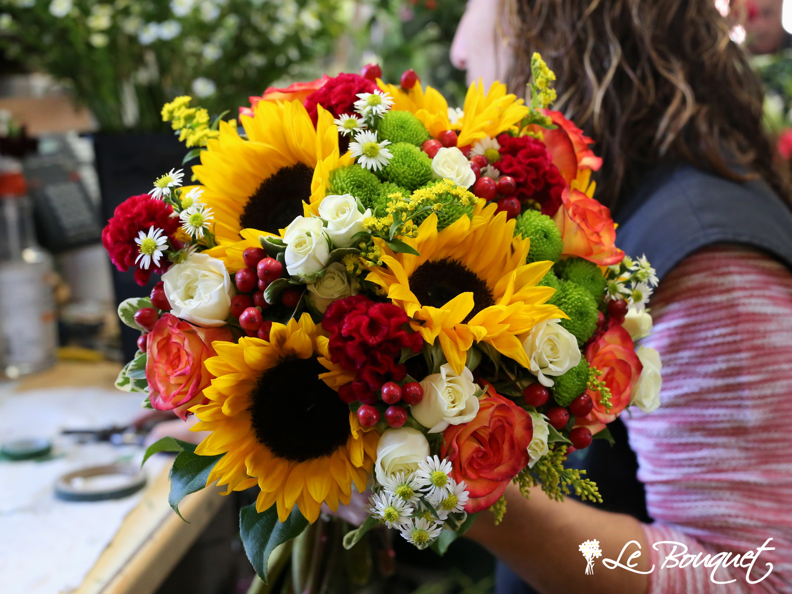 Harvest the Warmth of Autumn with Radiant Bouquets and Décor
