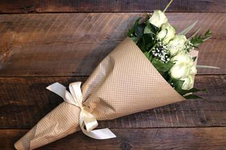 eco wrapped white roses